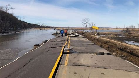 dead  record flooding   midwestern states