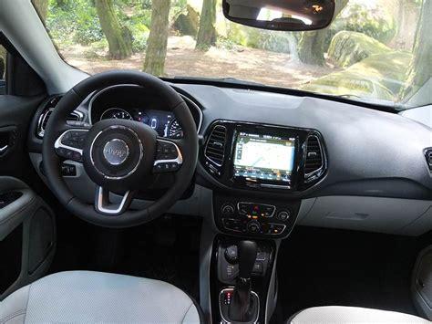 testait le nouveau jeep compass sur route