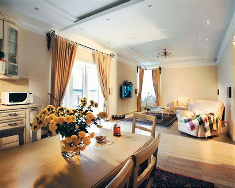 Narrow Rectangular Living Room Layout by Dos Casas Decoradas Muy Bonitas