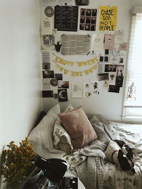 This year, bedroom aesthetic ideas are coming in all shapes and sizes, colors and hues, styles and themes. Fresh Aesthetic Bedrooms in 2020 (With images) | Indie ...