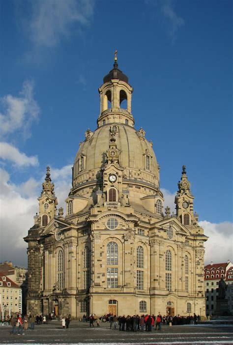 incredible night pictures   frauenkirche dresden