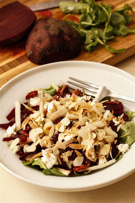 Biešu un bumbieru salāti ar fitaki sieru - Liene Gatavo