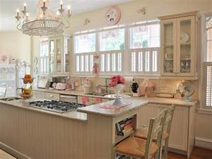 Top 10 coolest vintage kitchens old fashioned families for Vintage kitchen