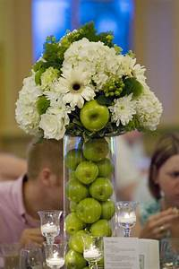 Green apple centerpiece (plus pale pink would be lovely ...