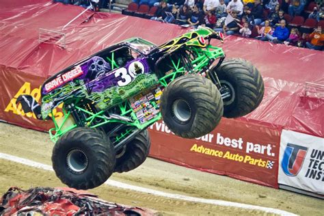 monster trucks grave digger the history of the grave digger monster truck the news wheel