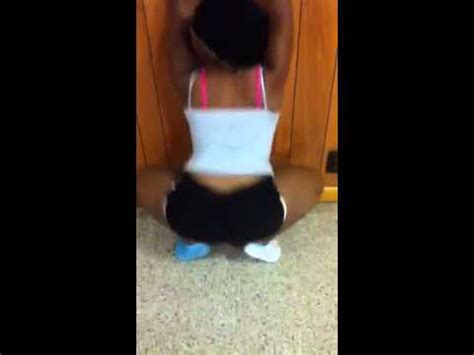 Queens Twerking Bend Over Youtube