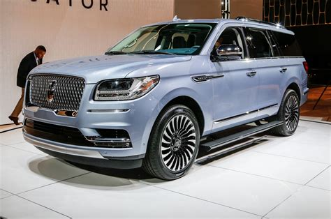 lincoln navigator   review motor trend canada