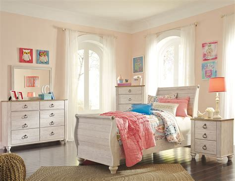 whitewash bedroom furniture willowton whitewash youth sleigh bedroom set from ashley 13863   b267 21 36 46 63 62 82 92 1 1