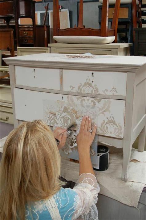 comment peindre des meubles de cuisine comment repeindre un meuble de salle a manger atelier