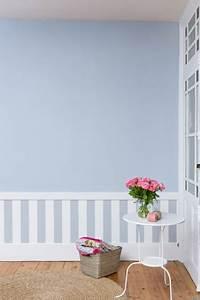 Peinture Bleu Ciel : deco soubassement dans chambre avec papier peint et peinture bleu ~ Melissatoandfro.com Idées de Décoration