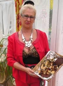 Proud Saggy Grannies Glasses Nice Cleavage