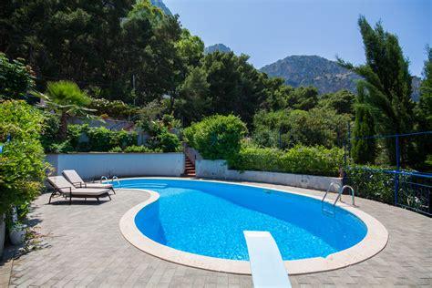 Pool : Amazing House-swimming Pool-seaview