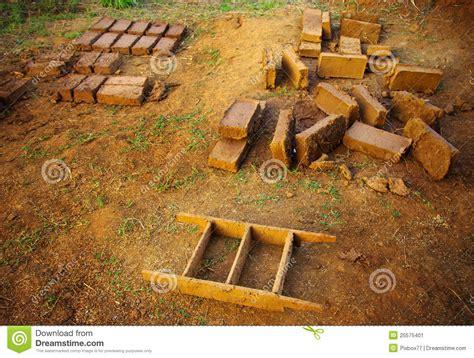 d argile maison brique d argile pour la construction la maison d argile image stock image 25575401