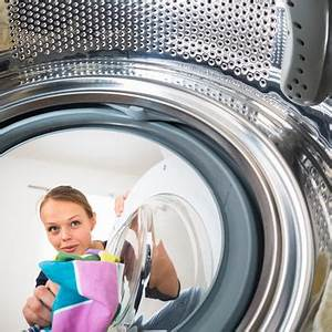 Geruch In Der Waschmaschine : waschmaschine reinigen mit richtigen mitteln gegen schimmel ~ Watch28wear.com Haus und Dekorationen