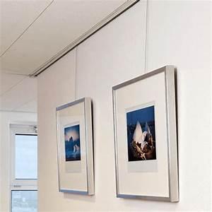 Accrocher Un Tableau Sans Trou : accrocher vos tableau et cadres photo l 39 aide d 39 une cimaise ~ Premium-room.com Idées de Décoration