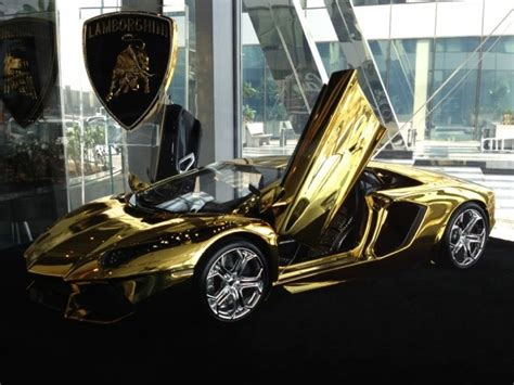 lamborghini aventador de oro   valor de  millones de