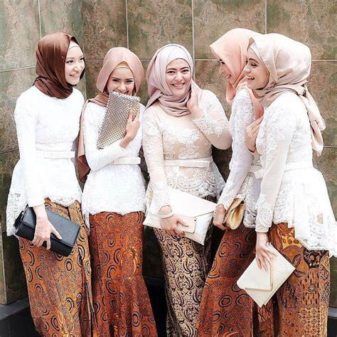 model kebaya batik muslim  beragam warna