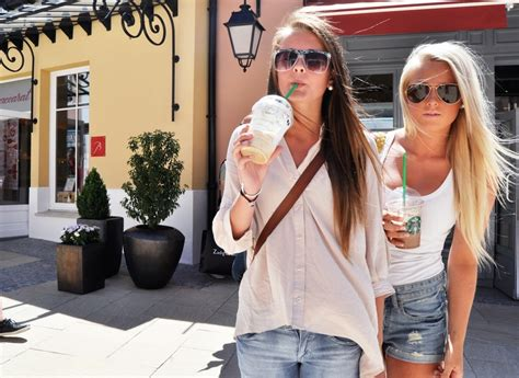 Best Friends Blonde Brunette Fashion Friends Girl Girls