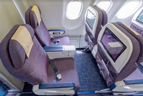 Difference Between Business Class and Premium Economy ...