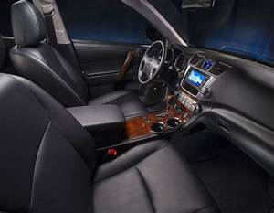 The 2013 Toyota Highlander Hybrid Limited interior
