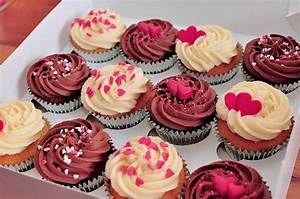 Food images delicious cakes sprinkled with pink hearts ...