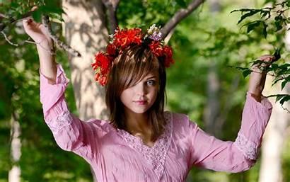 Amelie Spring Wreaths Outdoors Devushka Eyes Person