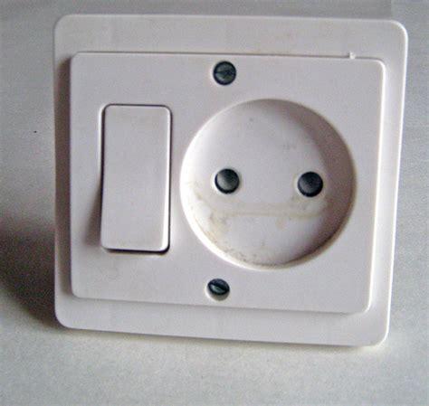 changer interrupteur prise de courant branchement