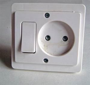 Branchement D Une Prise : changer interrupteur prise de courant branchement ~ Dailycaller-alerts.com Idées de Décoration