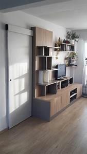 Meuble tv asymetrique avec porte coulissante dissimulee for Porte meuble sur mesure