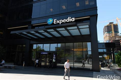expedia  technician pleads guilty  insider