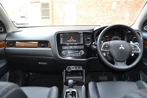mitsubishi outlander review  outlander