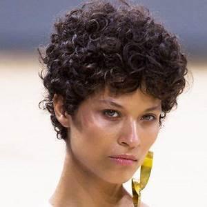 Coupe Courte Bouclée : 218 best images about coupes de cheveux on pinterest ~ Farleysfitness.com Idées de Décoration