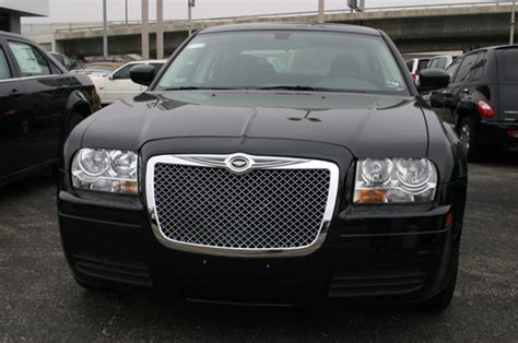 Bentley Grill Chrysler 300 by Chrysler 300 Chrome Bentley Mesh Grille W Bentley Winged