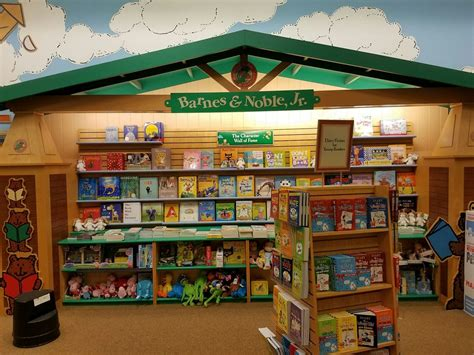 barnes and nobles books barnes noble booksellers 66 photos 18 reviews