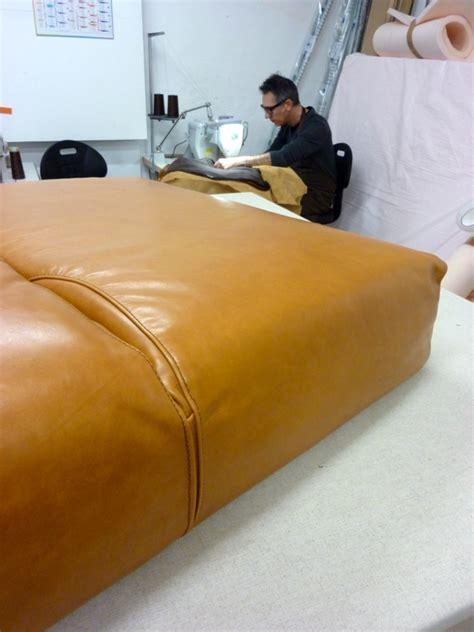 refection canape cuir réfection d 39 un canapé en cuir au fil des matières