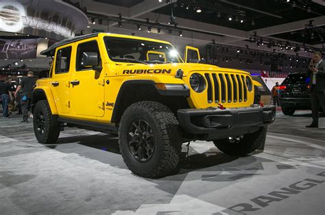 jeep wrangler front  quarter   motor trend