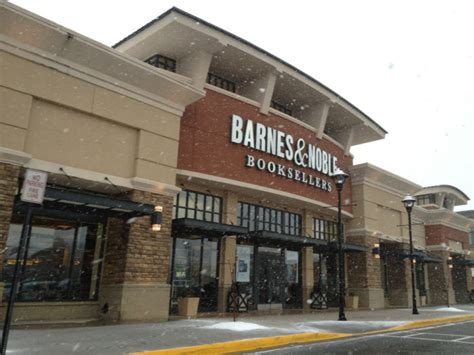 barnes and noble locations barnes noble is now selling food and booze at select
