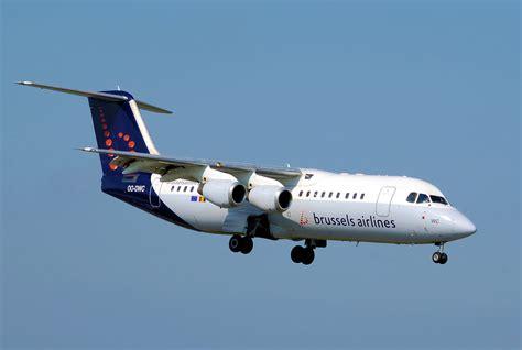 bureau airlines bruxelles file brussels airlines rj 100 oo dwc lands arp jpg