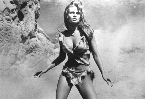 Hopes Blog Book Review Raquel Welch Beyond The Clevege