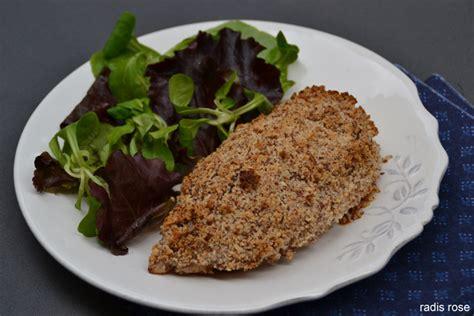 cuisiner filet de poulet filet de poulet en croûte d amandes radis