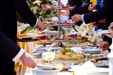 Top 8 Finger Foods To Serve At Your Wedding Reception