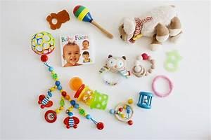 Spielzeug Für Babys : oh baby mimi spielt spielzeug f r das baby 0 bis 6 ~ Watch28wear.com Haus und Dekorationen