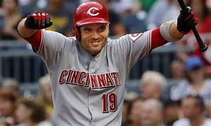Joey Votto is back to epically trolling fans again