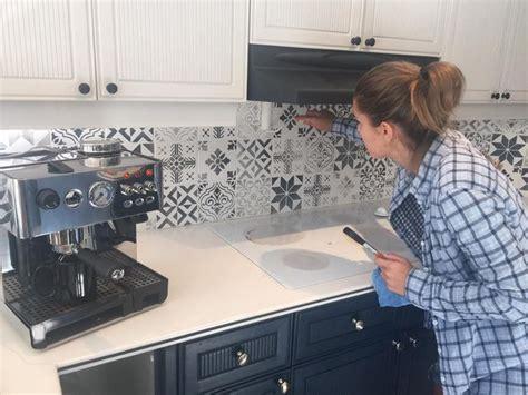 renover carrelage mural cuisine idée relooking cuisine peindre carrelage mural avec des