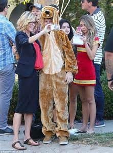 hyland cuddles up to an adorable pooch as she modern family episode
