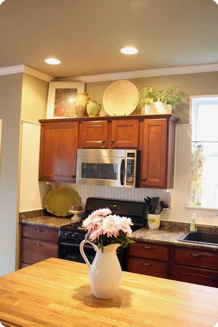 decorate  kitchen cabinets  thrifty decor