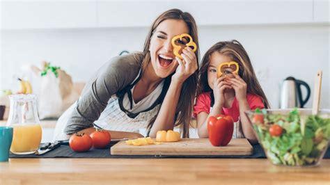 cuisiner avec enfants 10 recettes pour cuisiner avec ses enfants magicmaman com