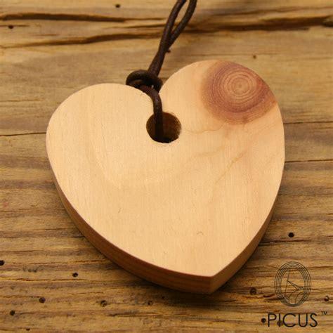 mobili in legno di pino portafortuna in cirmolo cirmolo olio d essenziale di pino