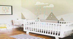 a quel age bébé dort dans sa chambre déco chambre fille et garçon peinture et idée couleur