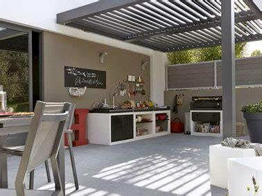la cuisine d et cuisine d 39 été aménagée sous la pergola d 39 une terrasse